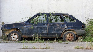 Брошенная машина во дворе куда жаловаться